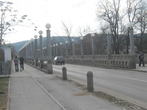 Fužinski most čez Ljubljanico, v bližini gradu Fužine. Začetek gradnje je bil 17. november 1986.