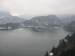 Pogled na blejsko jezero z grada.