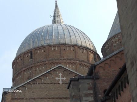 Kupola bazilike sv. Antona Padovanskega v Padovi.