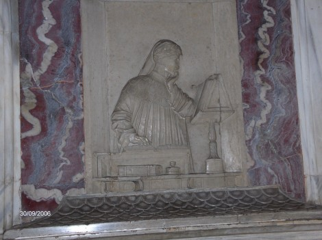 V Ravenni je pokopan veliki italijanski pesnik Dante Alighieri, znan po svoji pesnitvi Božanska komedija.