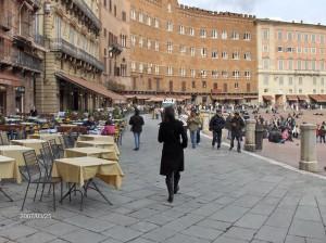 Trg il Campo s kavarnicami v Sieni.