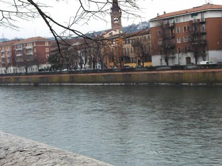 Mesto Verona leži ob reki Adiži.