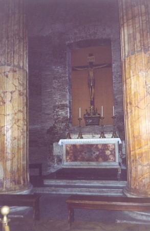 Grob slikarja Raffaella Santija v Panteonu.