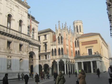 Zanimive hiše v benečanskem slogu nam povedo do kam je Beneška republika nekoč segala.