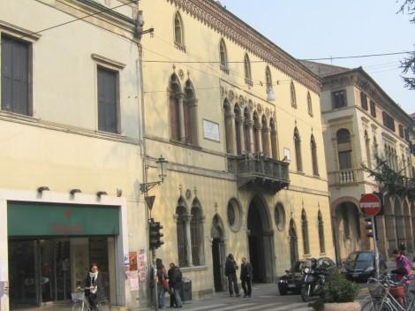 Hiša v kateri je živel italijanski pesnik Dante Alighieri.