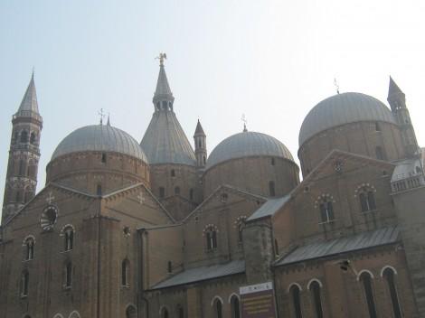 Cerkev Sv.Antona Padovanskega s sedmimi kupolami.