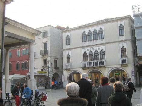 Palača zgrajena v beneškem slogu.