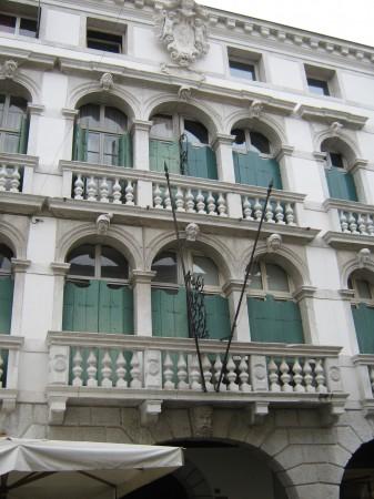 Tudi tale s tremi okni skupaj je bil med bogatejšimi.