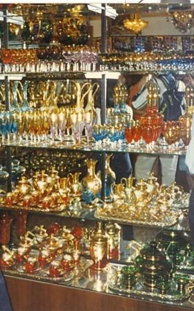 Trgovina v mestu z izdelki iz Muranskega stekla