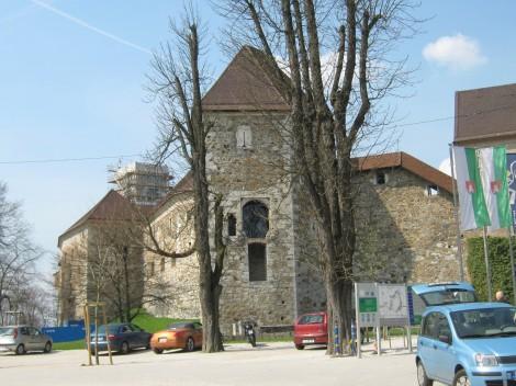 Peterokotni stolp