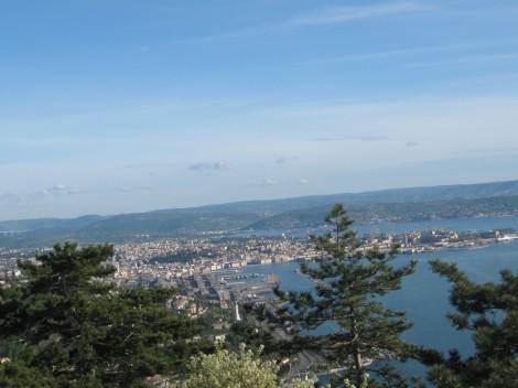 razgledna ploščad pred c.Monte Grisa, pogled na Tržaški zaliv