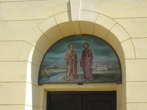 Portal nad vhodom v cerkev.