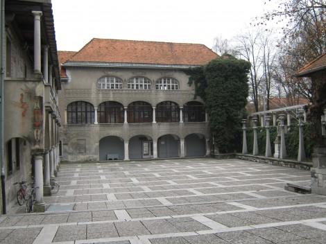 Letno gledališče Križanke, obnova in preureditev samostanskega kompleksa srednjeveškega reda nemških križnikov.