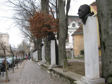Vegova ulica z alejo slovenskih skladateljev in jezikoslovcev. Zaključuje jo spomenik Simona Gregorčiča in spomenik Ilirskim provincam.