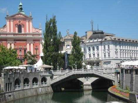 Tromostovje, povezuje stari in novi del Ljubljane