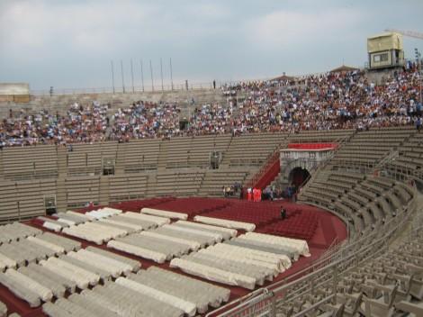 ...in odpre se pogled na zelo dobro ohranjeno notranjost arene...