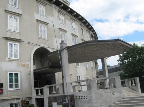 Baragovo semenišče, danes v njem domujejo: Pionirski dom, Festivalna dvorana, Mladinsko gledališče.