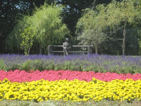 Edvard Kocbek vsdak dan uživa ob lepem razgledu na cvetoče razkošje.