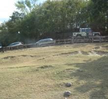 Po Safari parku se lahko zapeljemo tudi z jeepom iz parka, ki je obarvan z živalskimi vzorci.