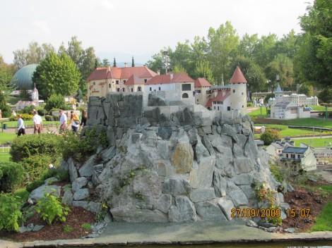 Blejski grad v Minimundusu.