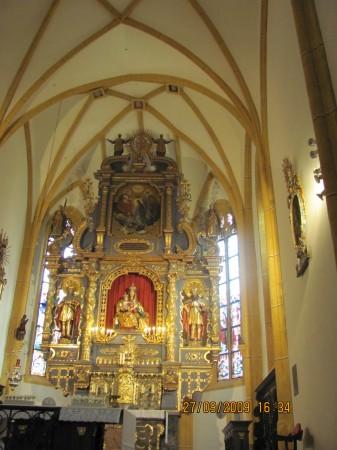 Baročni oltar iz leta 1658, v srednji vdolbini je kip Marije z Jezusom iz okrog leta 1460.