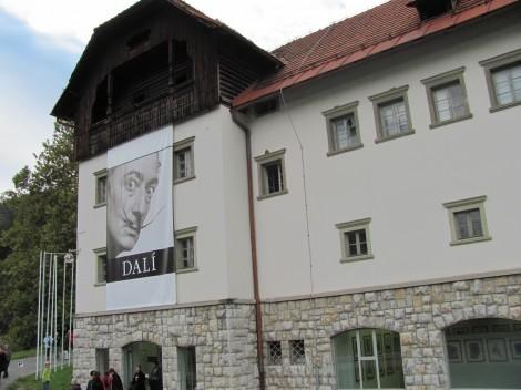 Pristava na Bledu. Razstava je na ogled od 10.7. do 15.11.2009.