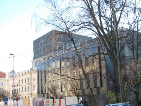 Novi stekleni prizidek SNG Opera in balet v Ljubljani.
