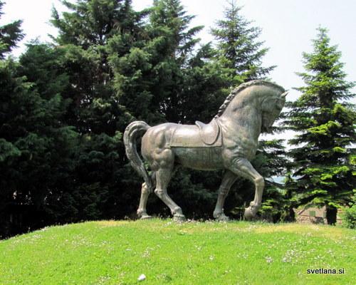 Kipar Antun Augustinčič je bil mojster v izdelavi kipov konj.
