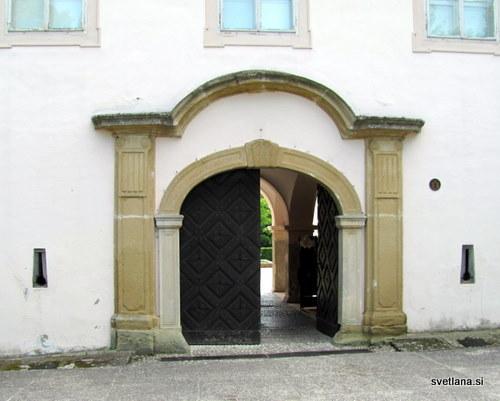 Baročni glavni portal dvorca Oršič