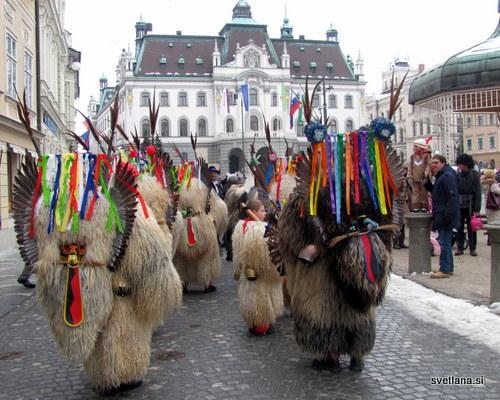 Kurenti na Zmajevem karnevalu v Ljubljani