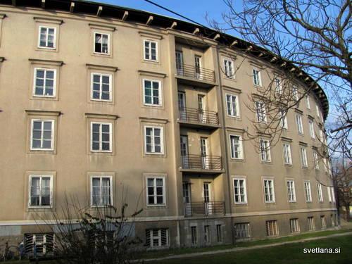 Baragovo semenišče, štirinadstropna polkrožna stavba, je bila zgrajena po načrtih arhjitekta Jožeta Plečnika, med leti 1938 do 1955