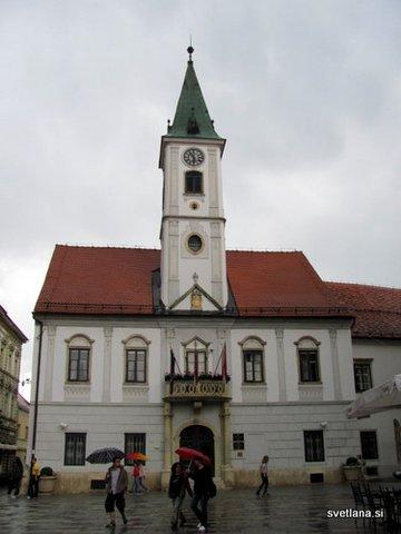 Varaždinska mestna hiša na Trgu kralja Tomislava, je sedež mestne vlade od leta 1523. Današnji videz je palača dobila leta 1791
