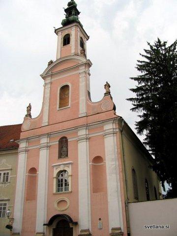Uršulinska cerkev iz leta 1707, stolp so dogradili leta 1726. Imajo ga za najlepši stolp v Varaždinu, ki je tudi mesto stolpov.