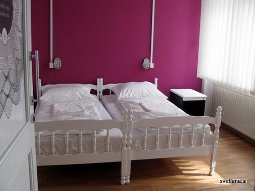 Hostel Tresor, barvite in lepo urejene sobe