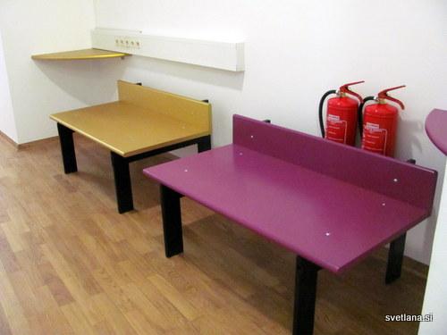 Hostel Tresor, barvite klopi na hodnikih za posedanje in izmenjavanje informacij o Ljubljani
