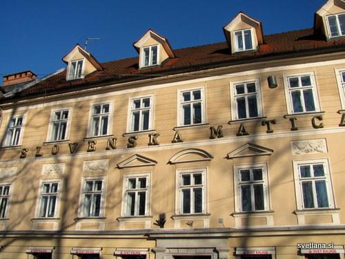 Slovenska matica, Kongresni trg 8.1834 je Ignacij Engler nadzidal pritlično stavbo, 1872 jo je kupila Zavarovalna banka, od 1879 pa je v lasti Slovenske matice