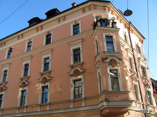 Gerberjeva hiša, Kongresni trg 5. Po njej se imenuje tudi Gerberjevo stopnišče, ki povezuje trg z reko Ljubljanico.