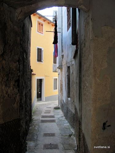 Prečna ulica v starem mestnem jedru Izole
