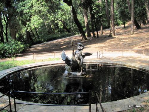 Fontana na grajskem dvorišču