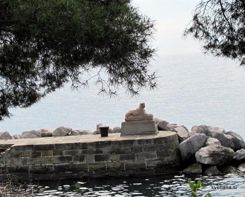 Sfinga na pomolu ob gradu Miramare